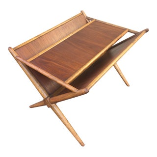 1960s Mid-Century Modern t.h. Robsjohn-Gibbings for Widdicomb Walnut X Frame Magazine Table For Sale
