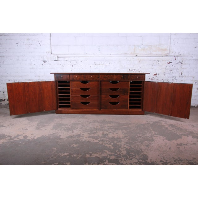 1960s Milo Baughman for Directional Monumental His and Hers Dresser, 1960s For Sale - Image 5 of 13