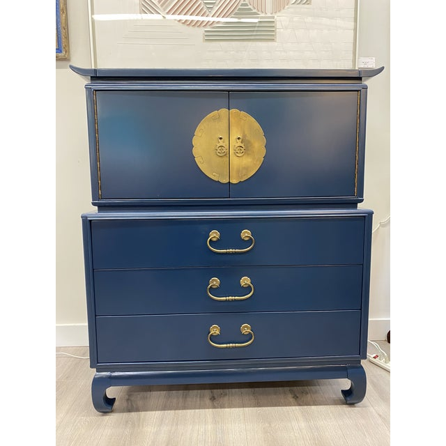 Mid-Century Lacquered Asian Chest For Sale In New York - Image 6 of 6