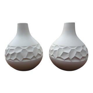 Modern Studio White Global Views Vases - a Pair For Sale
