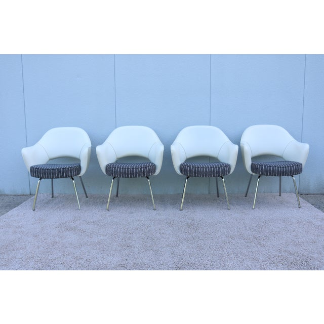 Stunning Authentic Mid century modern set of four Saarinen Executive arm chairs by Knoll. One of Knoll most popular...
