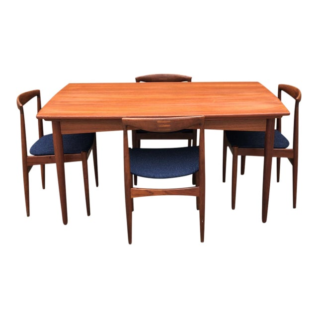 Danish Expandable Draw-Leaf Table & Vamo Sønderborg Chairs - Set of 5 For Sale