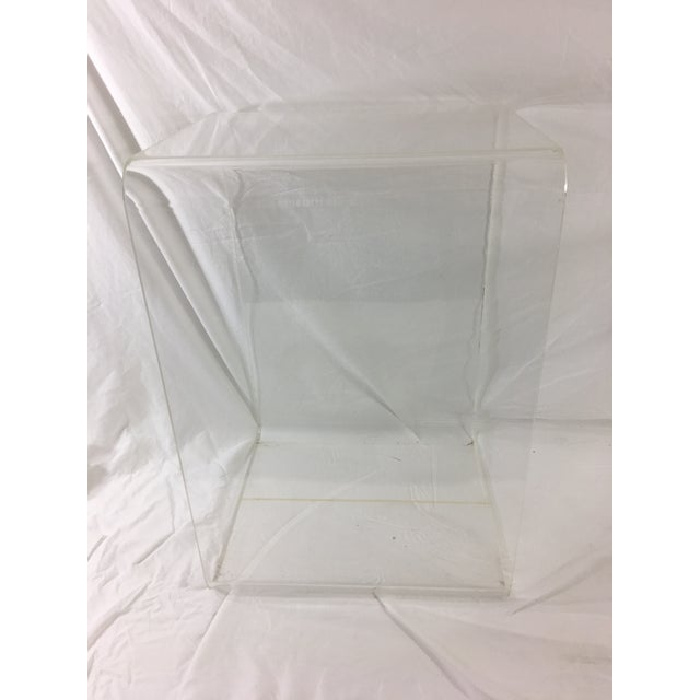 Mid-Century Modern Lucite Nesting Tables - Set of 2 For Sale - Image 6 of 11