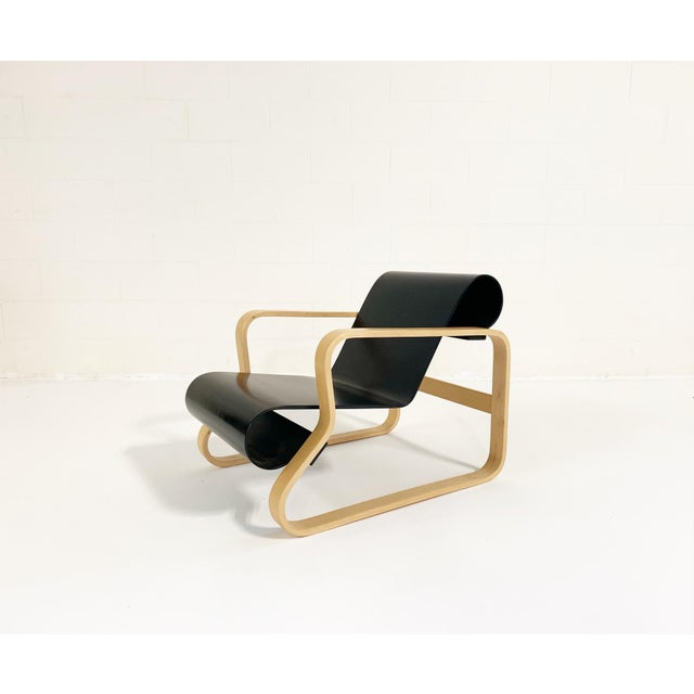 Combining a traditional outline with a light, organic form, this revolutionary interpretation of the club chair set new...