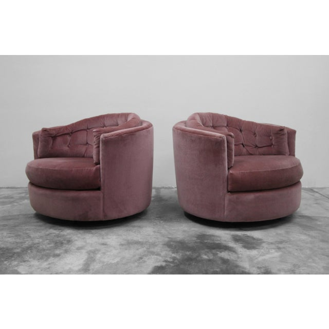 1970s Large Pair of Mid-Century Swivel Tufted Back Barrel Chairs by Milo Baughman For Sale - Image 5 of 7