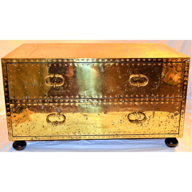 (Final Markdown) 1970s Hollywood Regency Sarreid Brass Clad Two Drawer Chest For Sale - Image 10 of 12