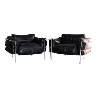 Mid Century Chrome and Black Leather Le Corbusier Style Chairs - a Pair For Sale