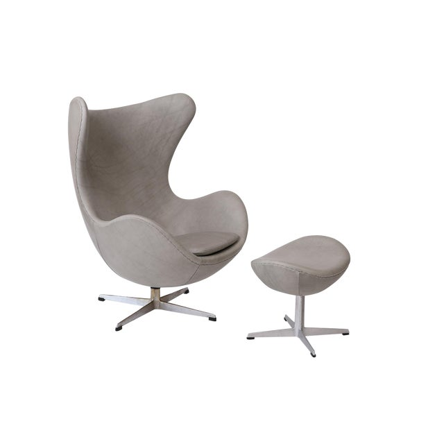 Gray Leather Egg Chair and Ottoman by Arne Jacobsen for Fritz Hansen For Sale