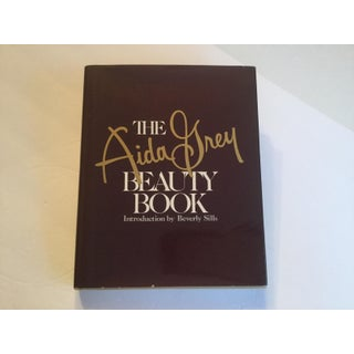 """The """"Aida Grey Beauty Book"""" Preview"""