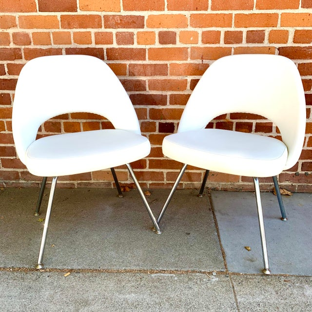 Knoll Saarninen White Executive Chairs- A Pair For Sale - Image 12 of 12