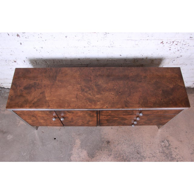 Tomlinson Tomlinson Mid-Century Modern Burl Wood and Chrome Sideboard Credenza, 1970s For Sale - Image 4 of 13