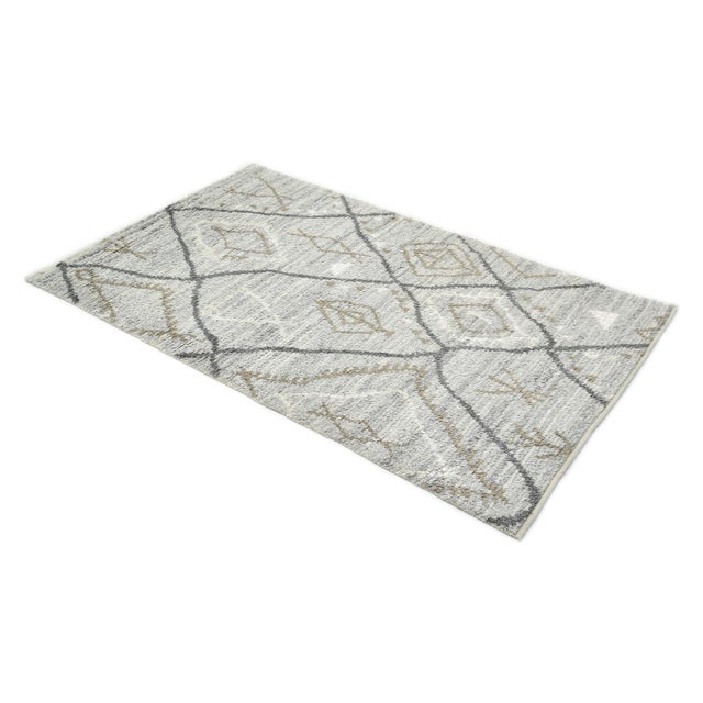 Silver Clover Handmade Area Rug - 8 X 10 For Sale - Image 8 of 9