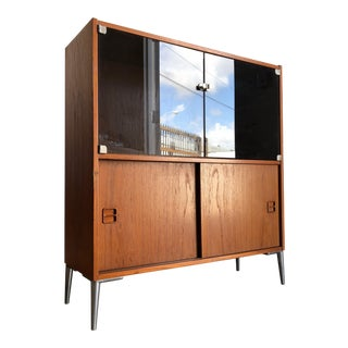 Vintage Mid Century Modern Danish Display / Storage Cabinet. For Sale
