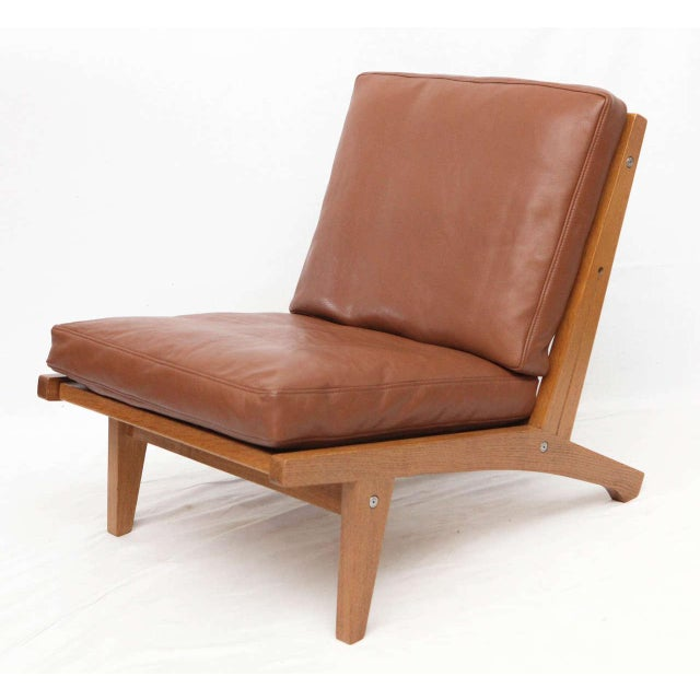 Pair of Hans Wegner GE-375 Lounge Chairs For Sale - Image 4 of 10