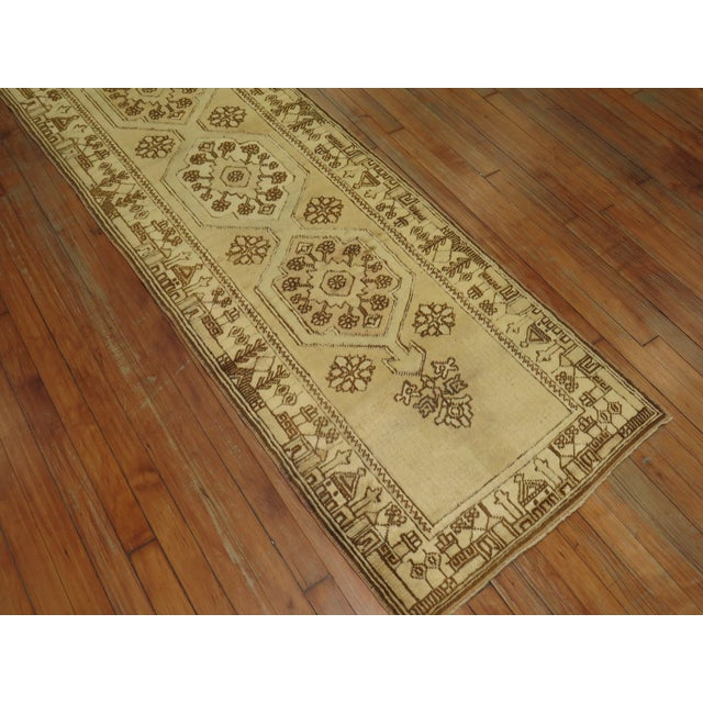 Creamy Yellow Vintage Turkish Runner, 2'5'' X 9'7'' For Sale In New York - Image 6 of 7