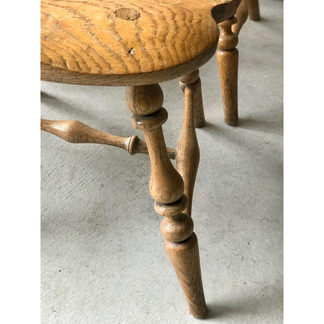 19th Centur Early American Antique Oak Windsor Chairs - Set of 4 For Sale In Los Angeles - Image 6 of 11