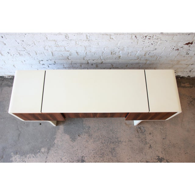 White 1970s Vintage William Sklaroff Mid-Century Modern Uniplane Credenza For Sale - Image 8 of 11