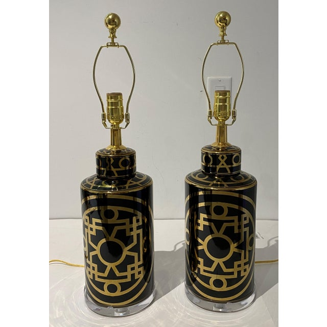 Mid-Century Modern Porcelain and Lucite Table Lamps - a Pair For Sale - Image 4 of 13