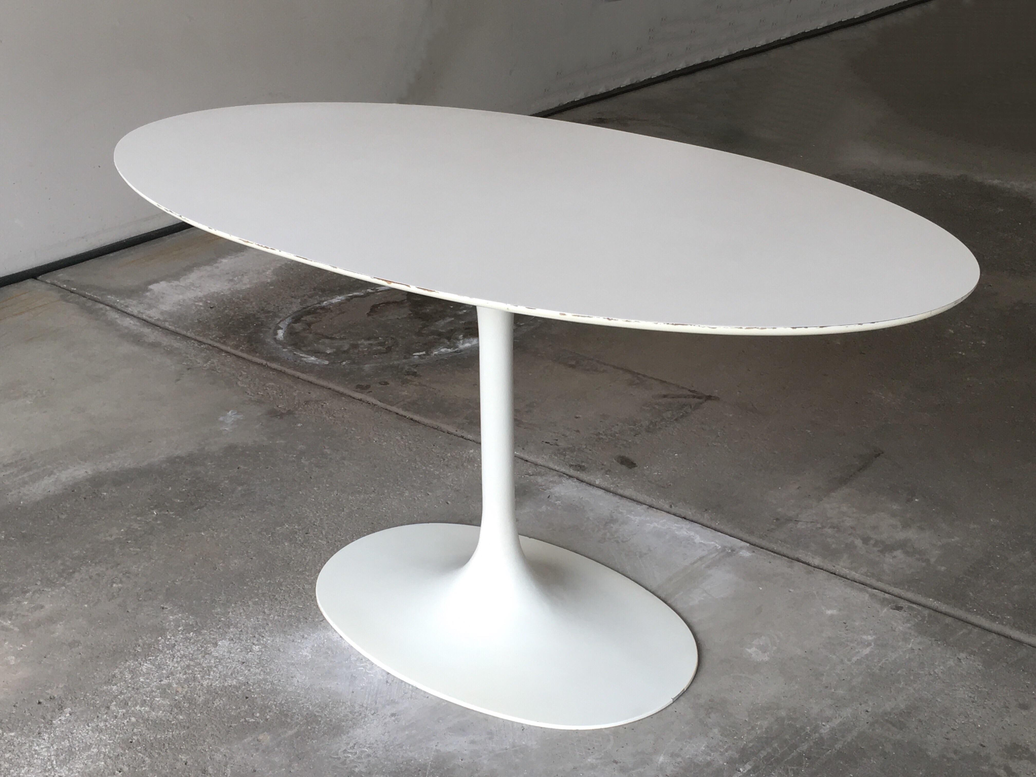 Exceptionnel Mid Century Oval Tulip Table In The Style Of Eero Saarinen For Knoll. May Be