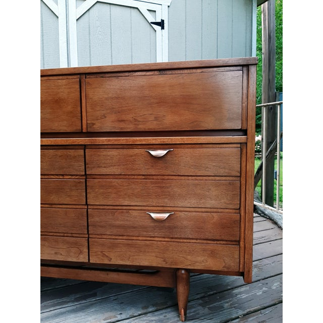 Chestnut Mid Century Modern Hooker Mainline 9 Drawer Walnut Dresser With Mirror For Sale - Image 8 of 13