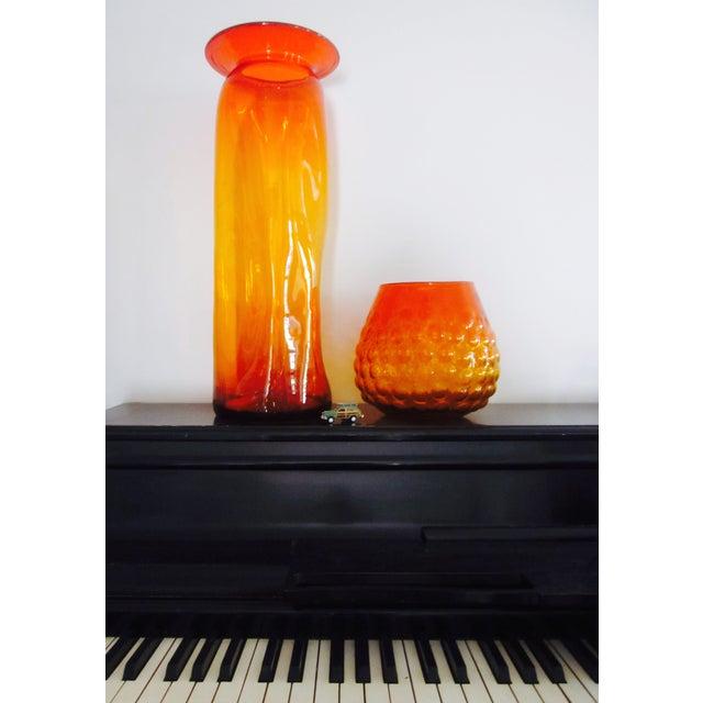 Blenko Bubble Glass Amberina Sandblasted Sig Vase - Image 6 of 11