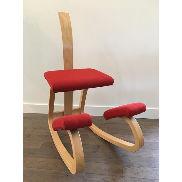 Red Varier Balans ergonomic chair by Peter Opsvik Greatly improves sitting posture. Very good used condition. No stains /...