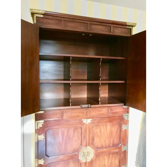 This is another fine example of Henredon's craftsmanship and choice of wood for its Tansu Collection introduced in the mid...