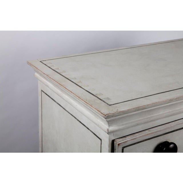 19th Century Traditional White Painted Chest of Drawers With Wooden Knobs For Sale - Image 4 of 8