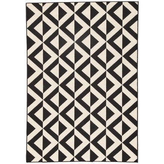 Jaipur Living Marquise Indoor/ Outdoor Geometric Black/ Cream Area Rug - 5′3″ × 7′6″ For Sale