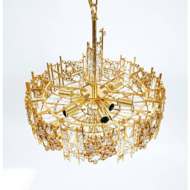 Palwa Palwa Pair Golden Brass Crystal Glass Encrusted Chandeliers, Germany 1960 For Sale - Image 4 of 8
