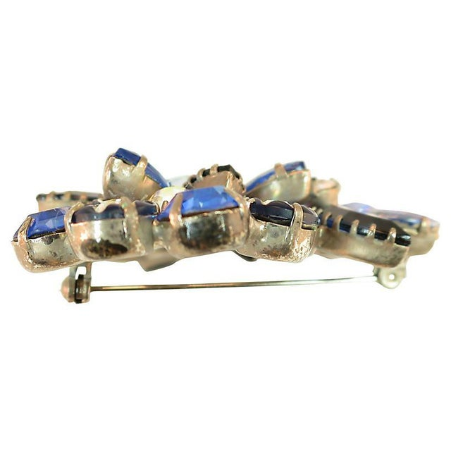 1960s D&e Juliana Carved Blue Art Glass Brooch, 1960s For Sale - Image 5 of 7
