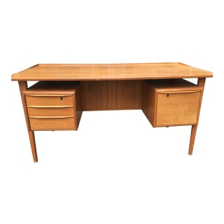 1960s Mid-Century Modern Paul Lovig Nielsen Teak Floating Top Executive Desk With Keys For Sale