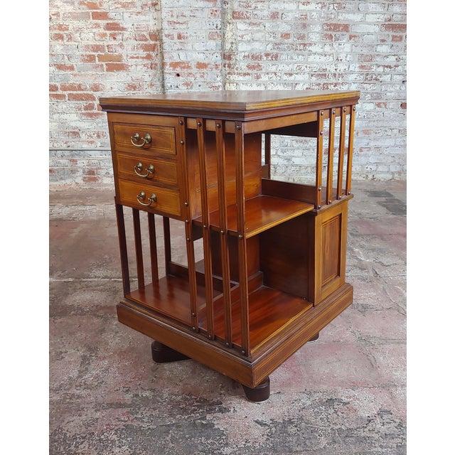 1900s Antique Edwardian Mahogany Satin Wood Revolving Bookshelf For Sale