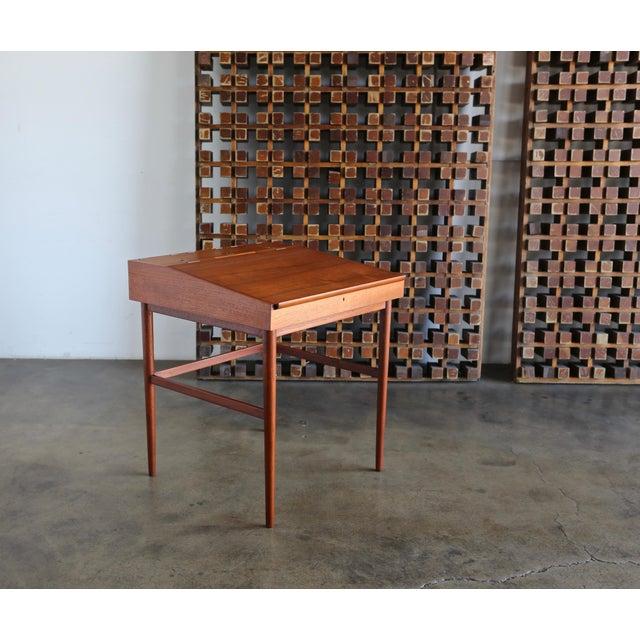 Finn Juhl Nv-40 Desk for Niels Vodder, Circa 1950 For Sale - Image 13 of 13