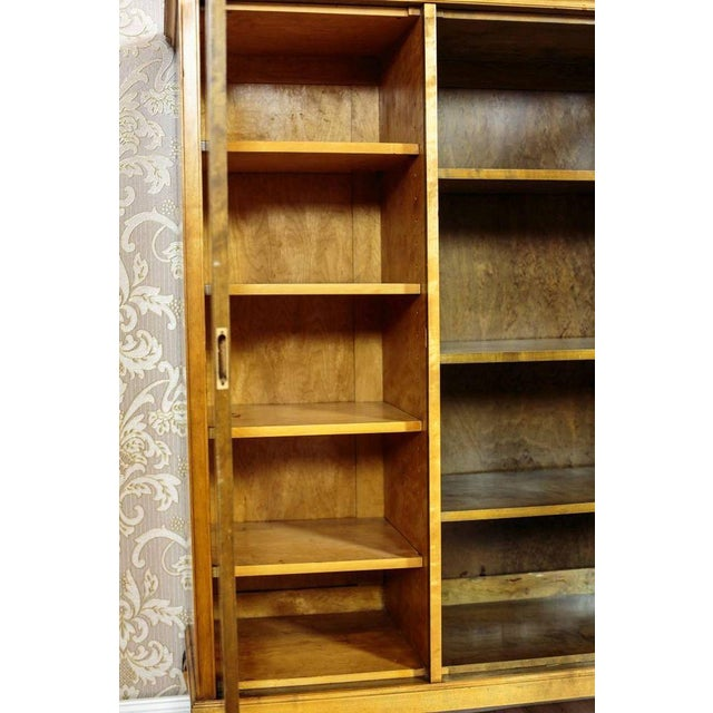 Traditional 20th Century Bookcase in Birchen Veneer For Sale - Image 3 of 10