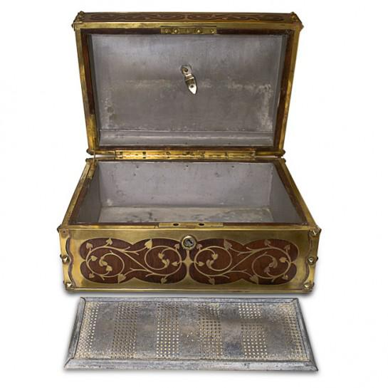 Late 19th Century 19th Century Antique English Arts and Crafts Style Mahogany Cigar Humidor With Brass Inlaiy For Sale - Image 5 of 11