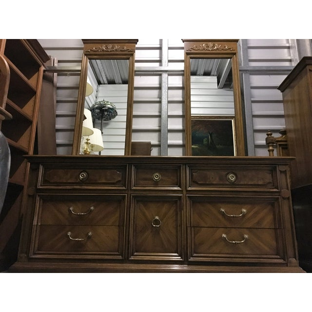 Vintage Thomasville Dresser with Wall Mirrors - Image 4 of 9