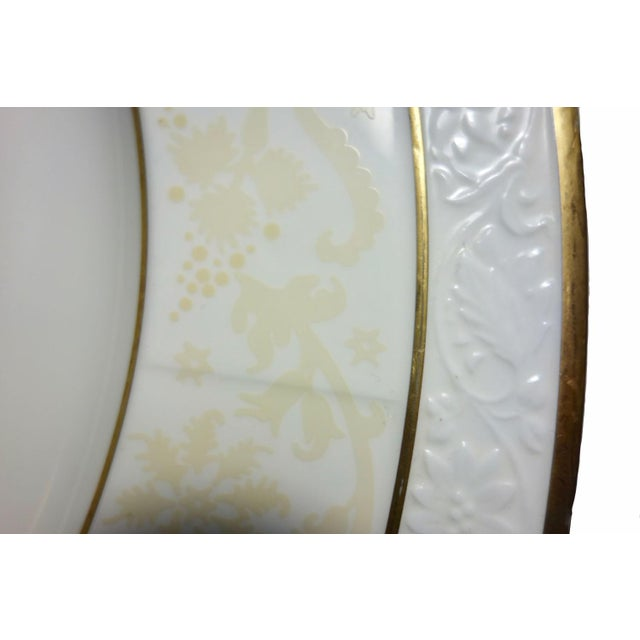 "Villeroy & Boch Villeroy & Boch 13"" Ivorie Pattern Round Servers With Fox - a Pair For Sale - Image 4 of 7"