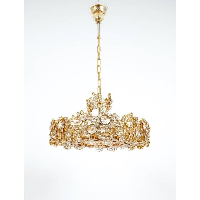 Pair Palwa Crystal Glass Gold Plated Brass Chandeliers Refurbished Lamps, 1960 For Sale - Image 5 of 10