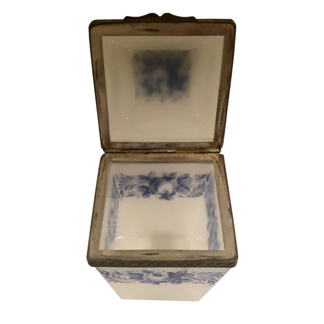 Vintage French Opaline Box For Sale In Tampa - Image 6 of 9
