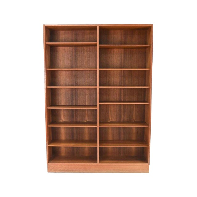 Mid-20th Century Danish Modern Teak Bookcase by Poul Hundevad For Sale - Image 10 of 10