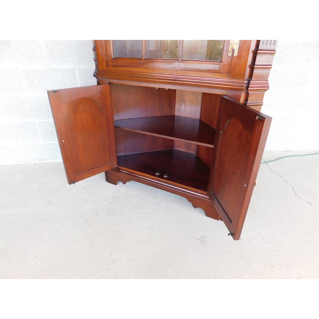 Chippendale Councill Craftsmen Mahogany Chippendale Style Lighted Corner Cabinet For Sale - Image 3 of 13