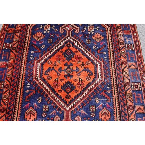Beautiful hand woven persian nahavand rug, size 4.9 X 8.11 Feet color abrash navy blue, red - multi-colored knot technique...