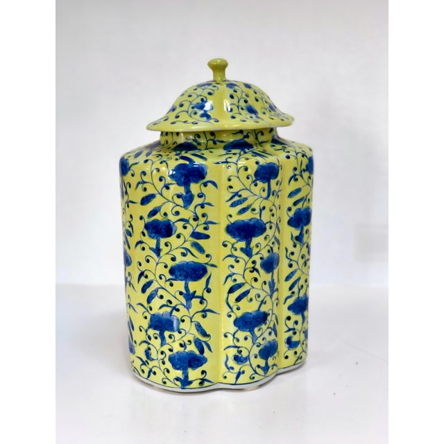 Mid 20th Century Chinoiserie Urn in Yellow and Blue With Lid For Sale - Image 5 of 13