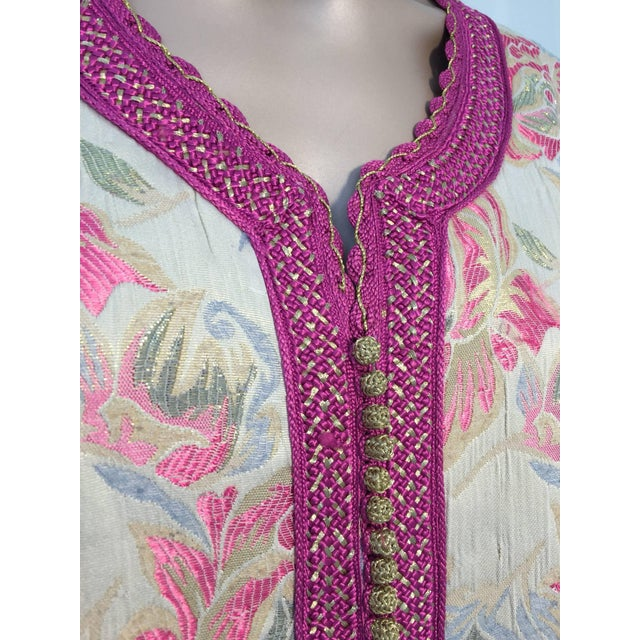 1970s Vintage 1970s Moroccan Kaftan Brocade Embroidered With Pink and Gold Trim For Sale - Image 5 of 10