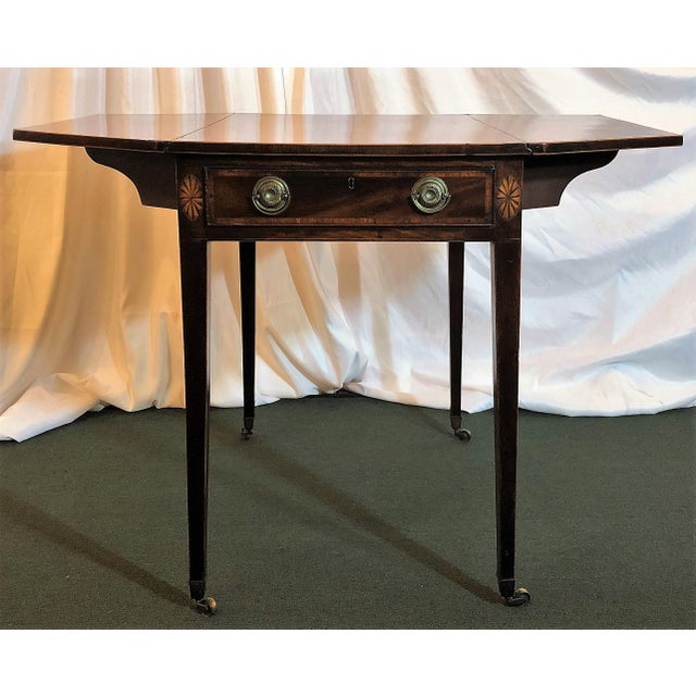 Antique English Sheraton Pembroke Table, Circa 1790-1800. For Sale In New Orleans - Image 6 of 6