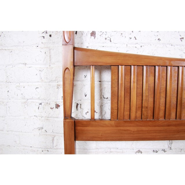 1950s John Widdicomb Mid-Century Modern Sculpted Cherry Wood King Size Headboard For Sale - Image 5 of 8