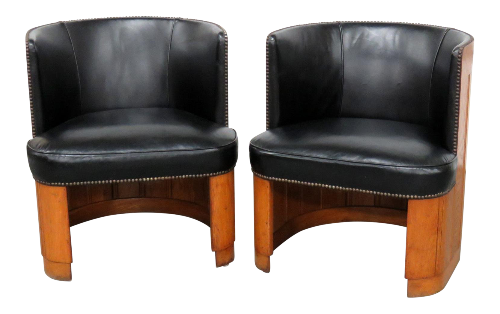 Superbe Mid Century Modern Black Leather Barrel Chairs   A Pair