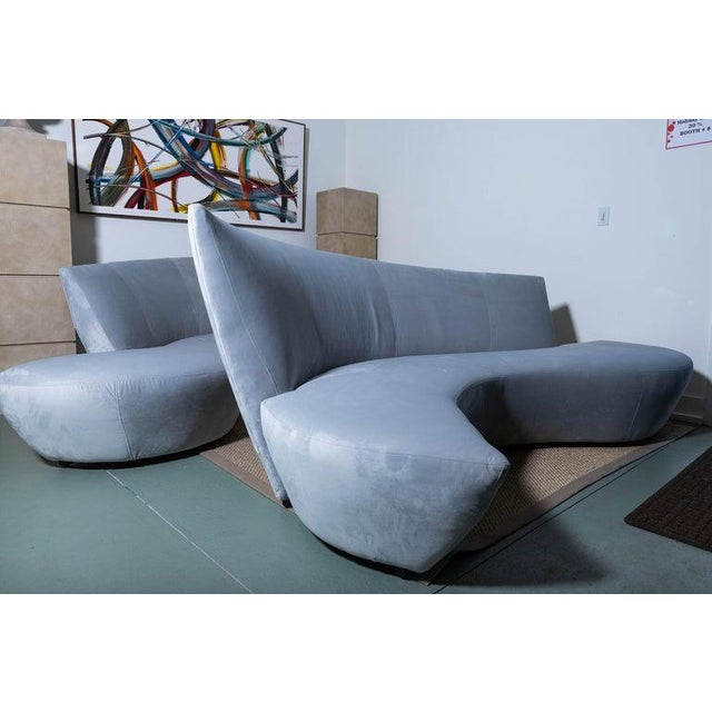 Vladimir Kagan Late 20th Century Vladimir Kagan Bilbao Serpentine Sofas- a Pair For Sale - Image 4 of 11