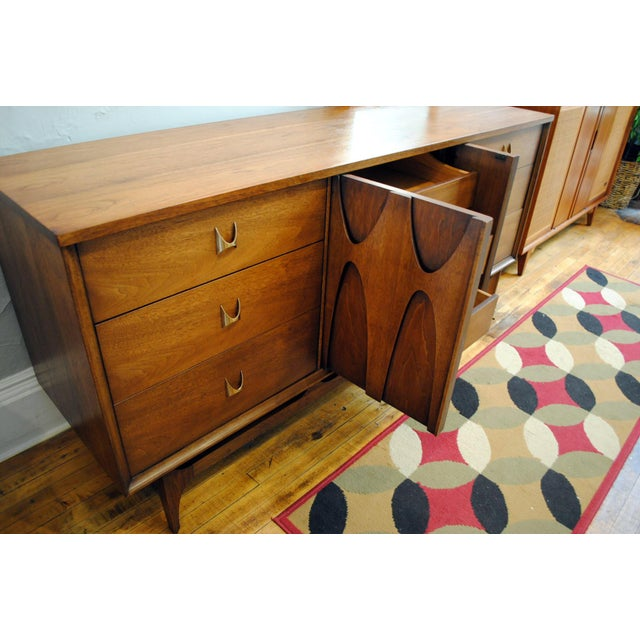 Broyhill Brasilia Mid Century Modern 9 Drawer Dresser For Sale In Boston - Image 6 of 9